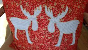 weihnachtskissen-9403-2-elch-rot-gold