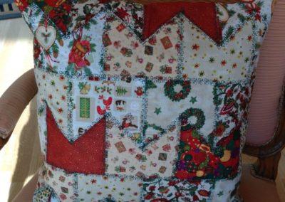 Weihnachtskissen 22 €  Artikel-Nr. 9-017