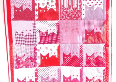 "Patchworkdecke ""Katzen in Rot""  ca. 130 x 190 cm"